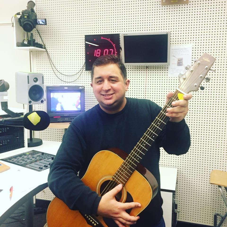Bild des Radiomoderatoren Engon Bas von Seker FM aus Hamburg